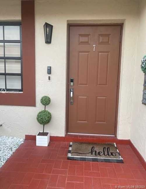 $270,000 - 2Br/2Ba -  for Sale in Miller Dream Townhomes Co, Miami