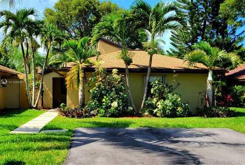 $435,000 - 3Br/2Ba -  for Sale in Briar Lake, Miami