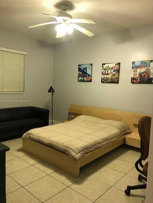 $425,000 - 3Br/2Ba -  for Sale in Village Del Mar Waterfron, Miami Shores