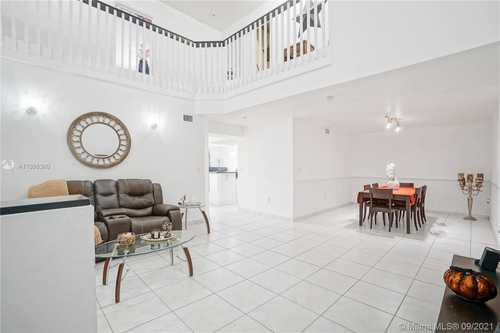 $345,000 - 4Br/3Ba -  for Sale in Poinciana Lakes Villas Co, Hialeah