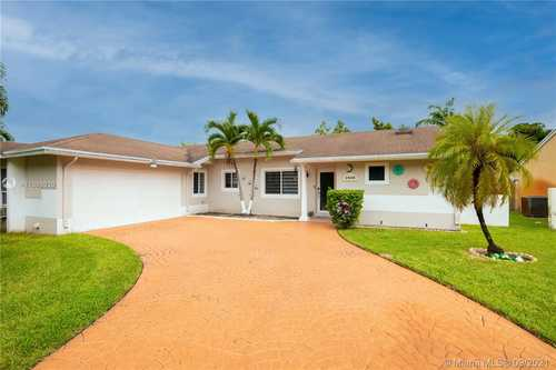 $499,000 - 3Br/2Ba -  for Sale in Country Lake Manors Sec 3, Hialeah