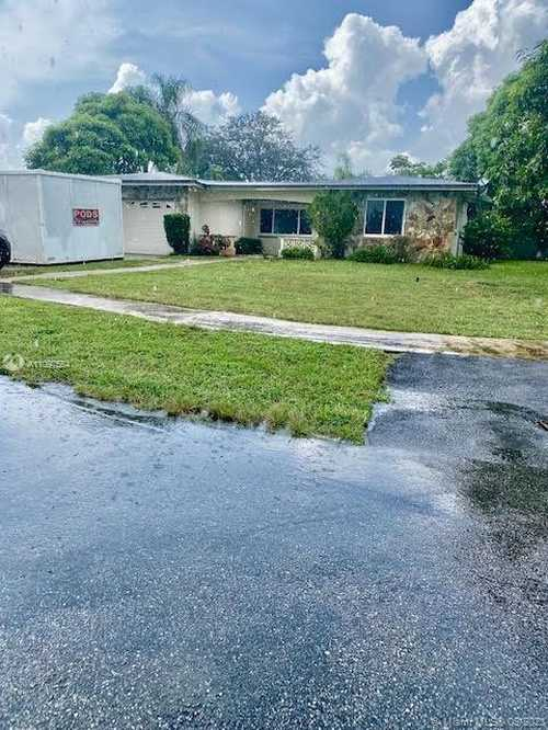 $560,000 - 4Br/2Ba -  for Sale in Rainbow Lakes, Pembroke Pines