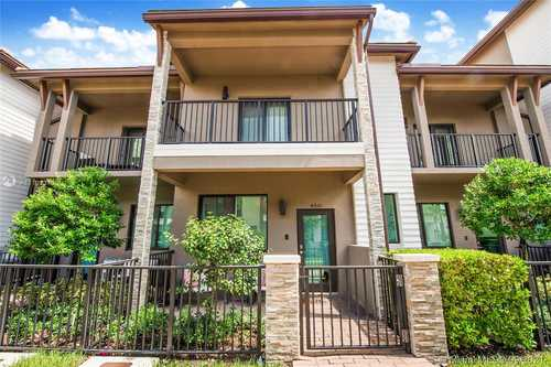 $4,000 - 3Br/3Ba -  for Sale in Downtown Doral South Phas, Doral