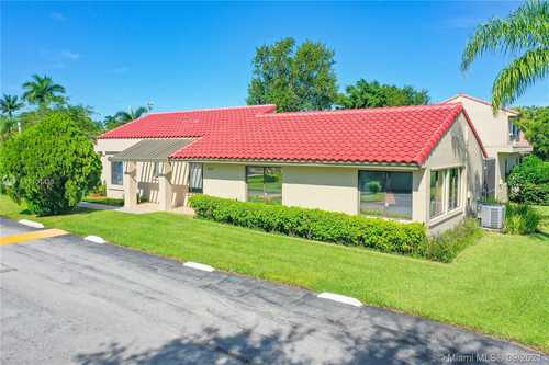 $525,000 - 3Br/2Ba -  for Sale in Patio Villas Sec 3 At Bon, Weston