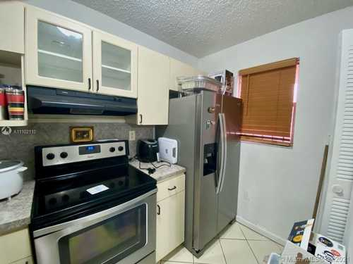 $156,000 - 1Br/1Ba -  for Sale in Towers Of Westland Condo, Hialeah