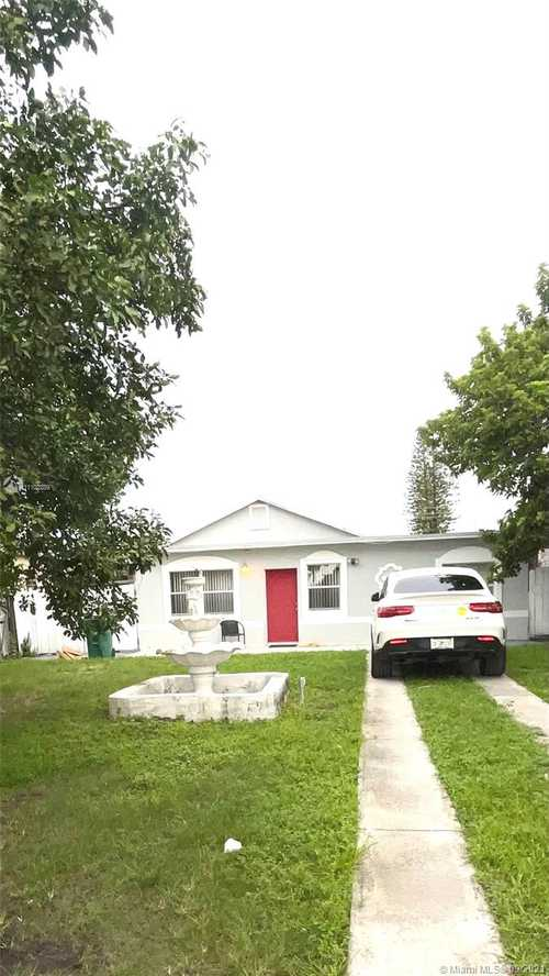 $380,000 - 3Br/2Ba -  for Sale in Riverside Manor, Miami