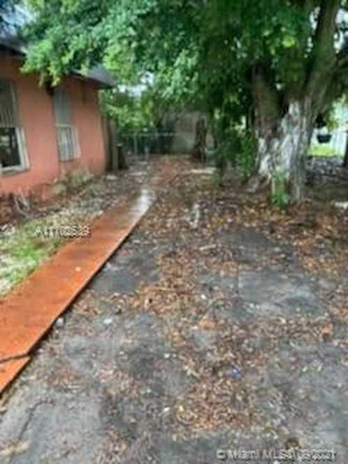$219,000 - 4Br/2Ba -  for Sale in Vista Townhouse Sec B, Miami Gardens