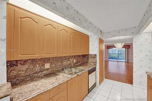 $189,900 - 2Br/2Ba -  for Sale in Century Village, Pembroke Pines