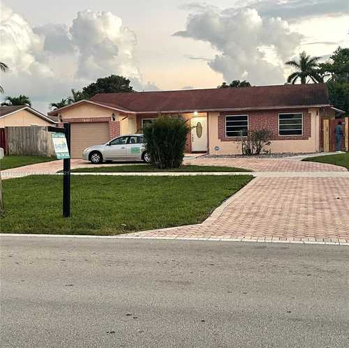 $469,000 - 3Br/2Ba -  for Sale in Westview Sec One Part Two, Pembroke Pines