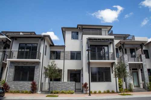 $5,300 - 4Br/4Ba -  for Sale in Downtown Doral South Phas, Doral