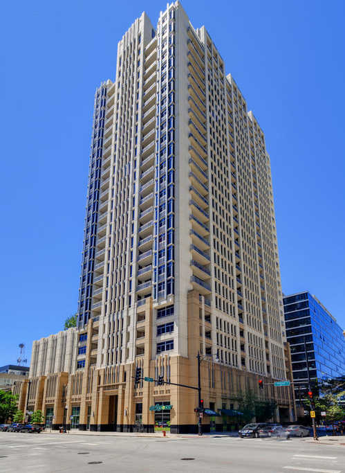 $1,899,000 - 4Br/5Ba -  for Sale in Chicago