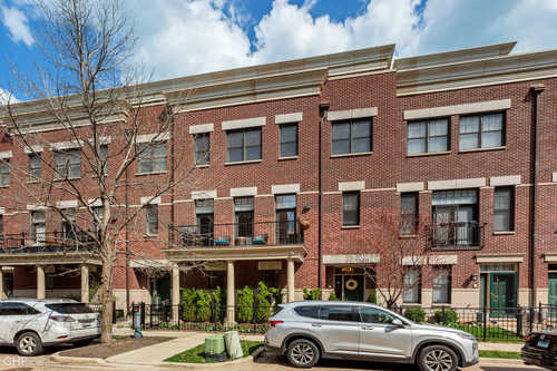 $700,000 - 3Br/3Ba -  for Sale in Chicago