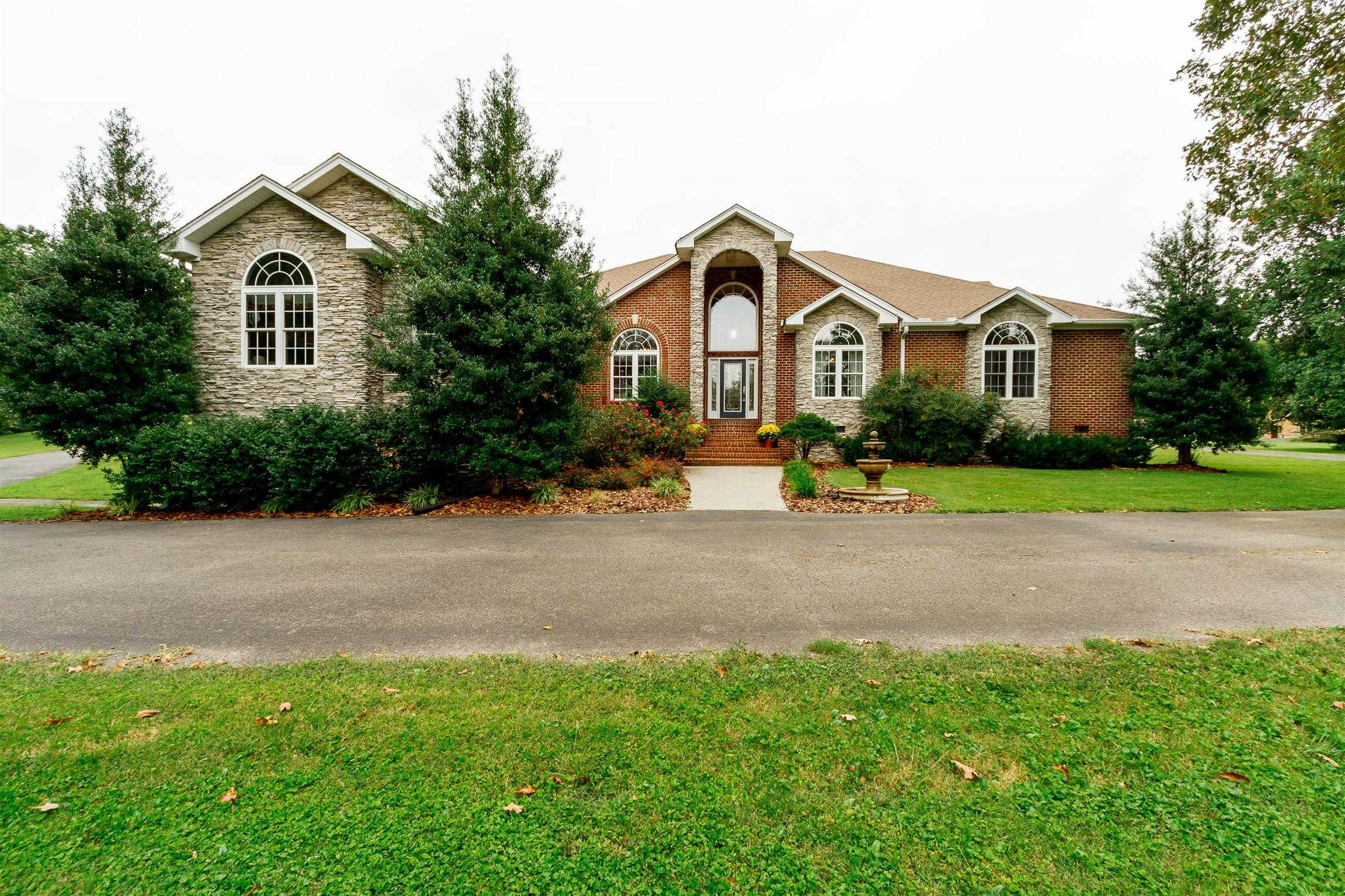 $559,500 - 3Br/4Ba -  for Sale in Lake Overview Est, Greenbrier