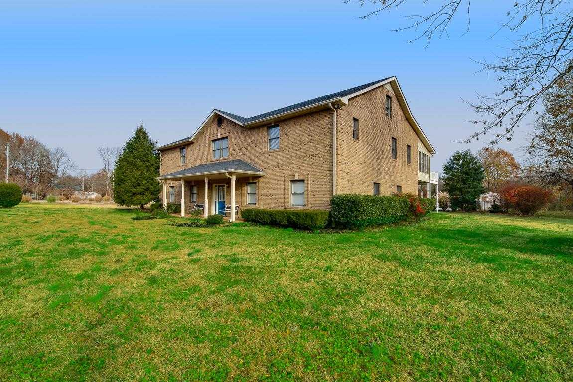 $565,000 - 3Br/3Ba -  for Sale in Cheatham Lake-sycamore, Ashland City