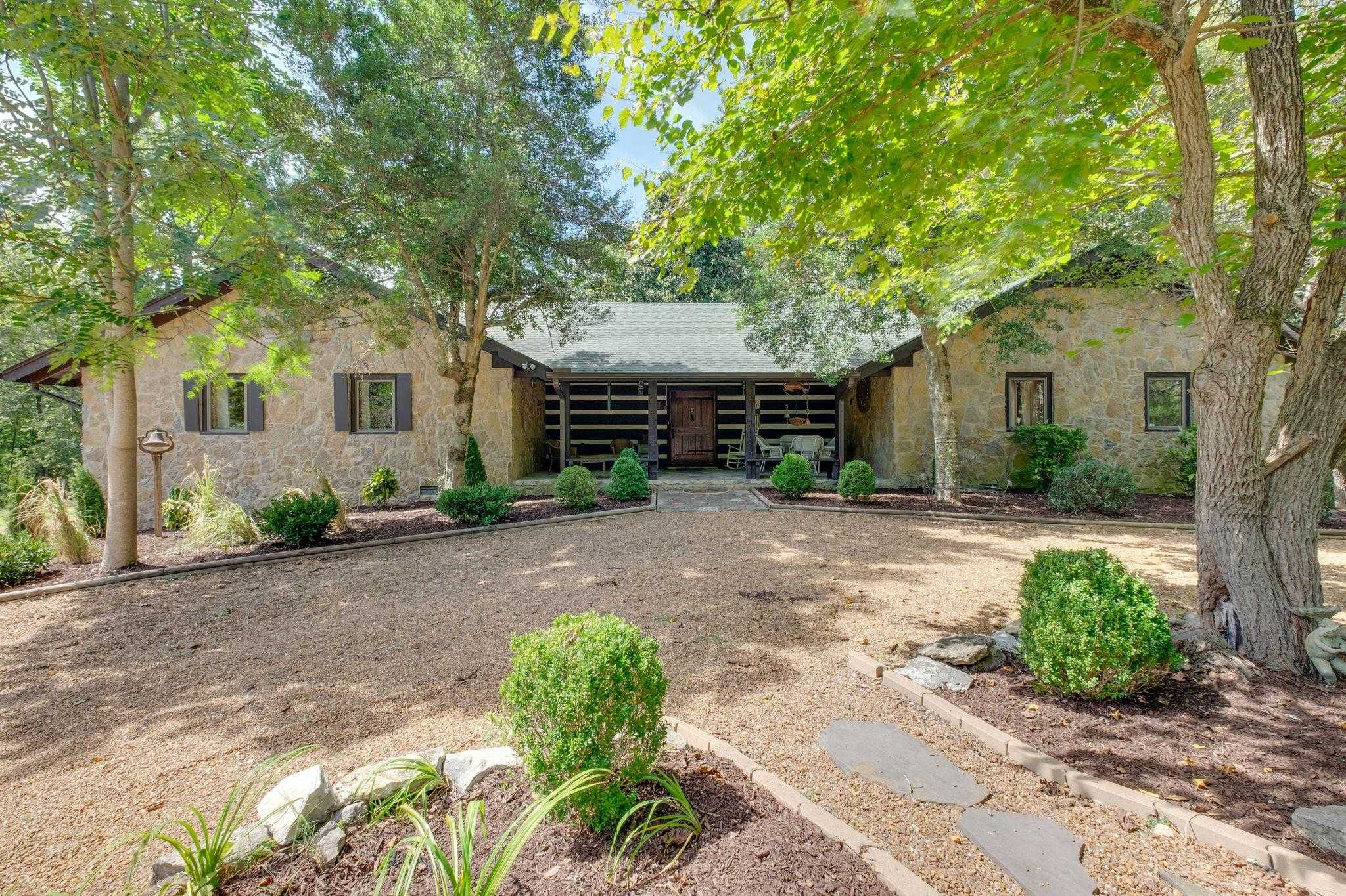 $1,975,000 - 3Br/3Ba -  for Sale in Leipers Fork, Franklin