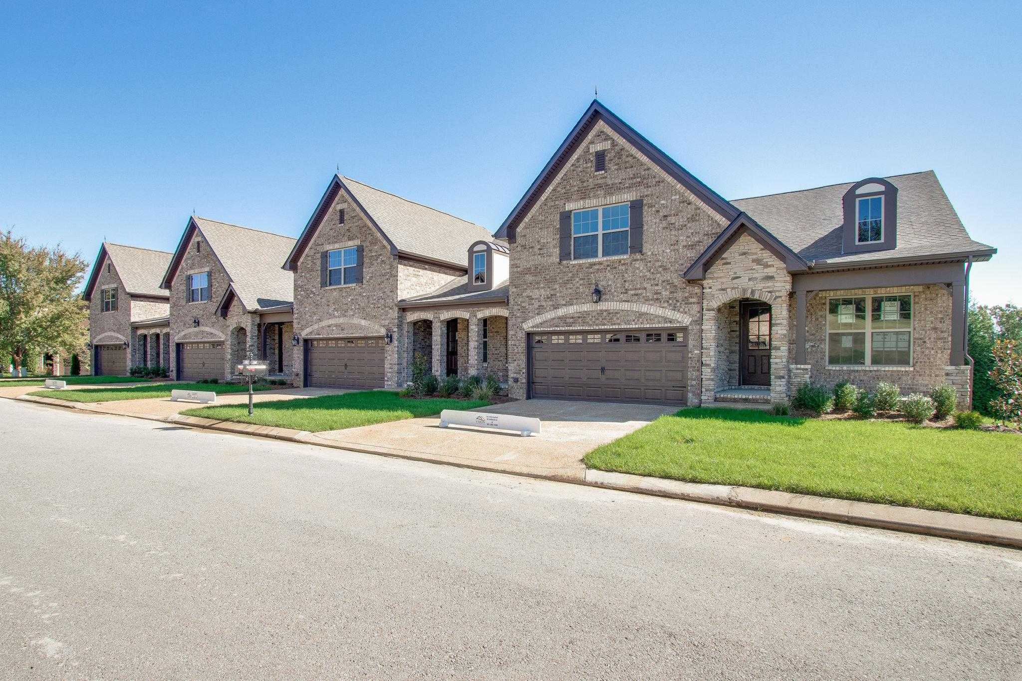 $369,900 - 3Br/3Ba -  for Sale in Five Oaks- The Villages, Lebanon