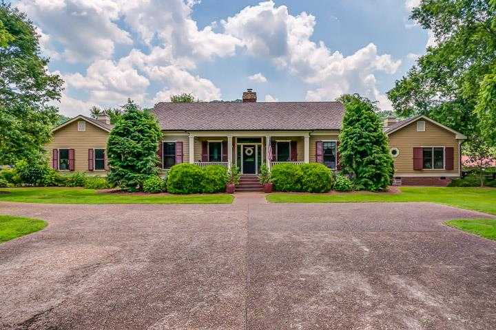 $4,295,000 - 3Br/4Ba -  for Sale in Leipers Fork, Franklin
