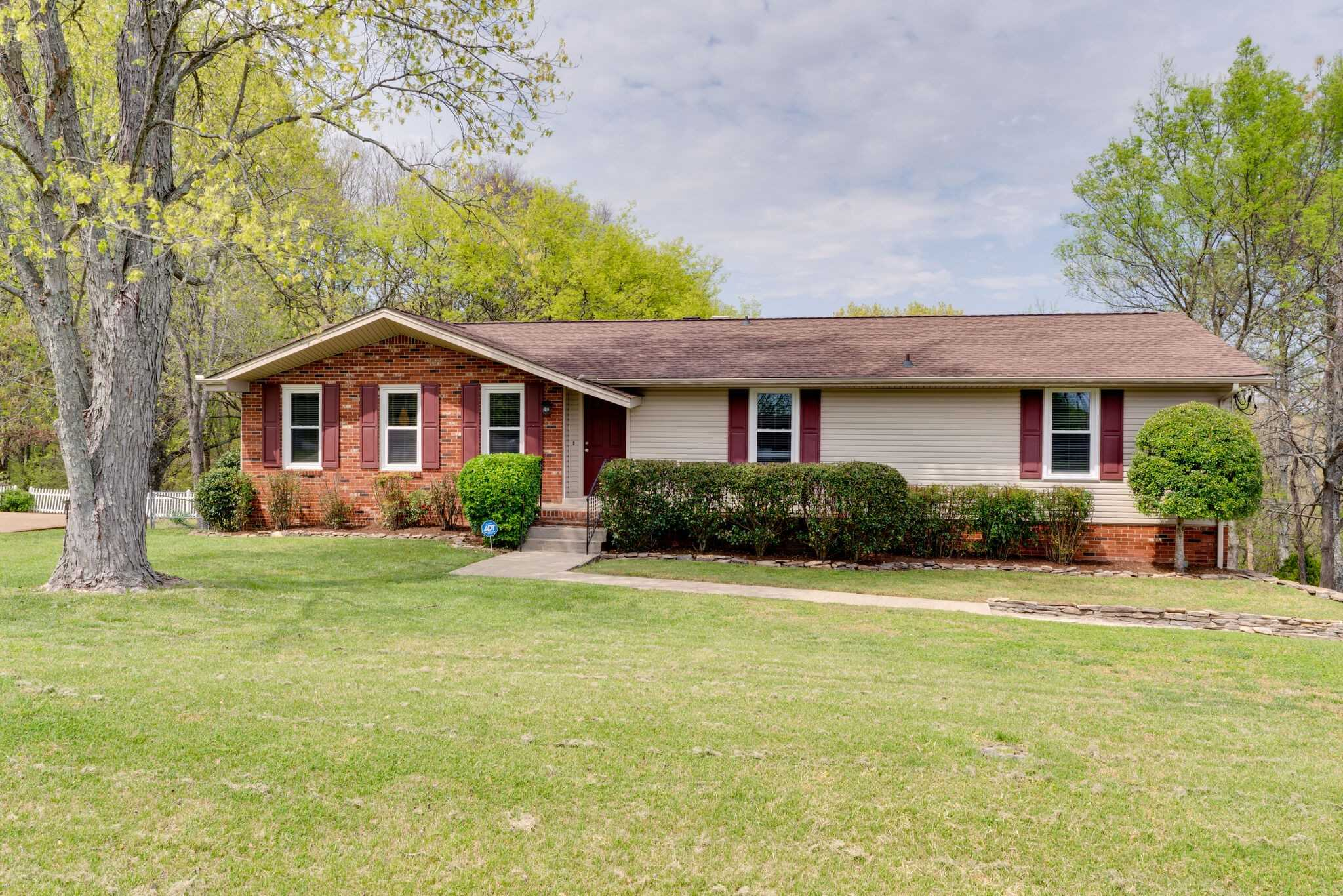 $379,900 - 4Br/3Ba -  for Sale in Connell Estates, Goodlettsville