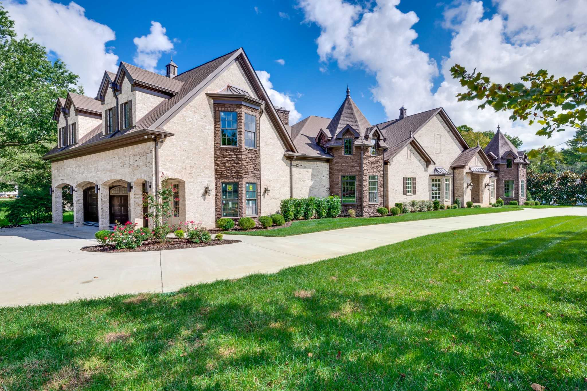 $3,300,000 - 5Br/6Ba -  for Sale in Iroquois Est, Brentwood
