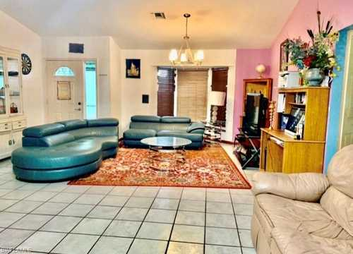 $300,000 - 3Br/2Ba -  for Sale in Golden Gate City, Naples