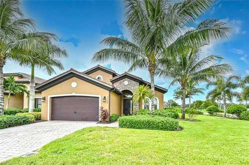 $524,900 - 3Br/3Ba -  for Sale in Paloma, Bonita Springs