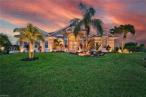 $669,000 - 3Br/3Ba -  for Sale in Bell Villa, Bonita Springs