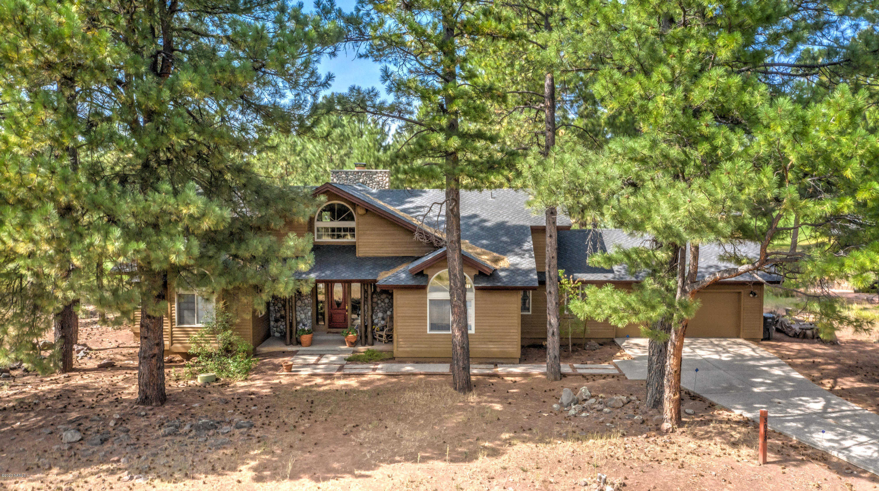 $785,000 - 4Br/3Ba -  for Sale in Flagstaff