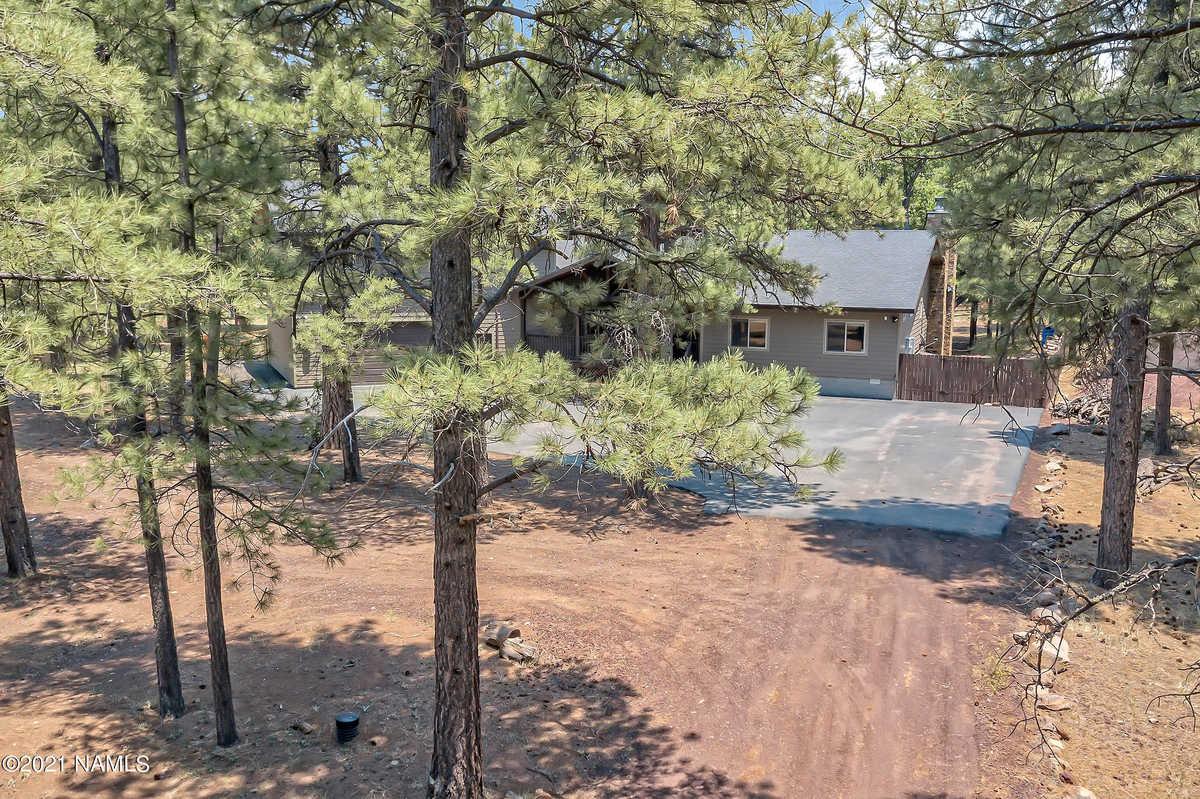 $900,000 - 5Br/4Ba -  for Sale in Mormon Lake