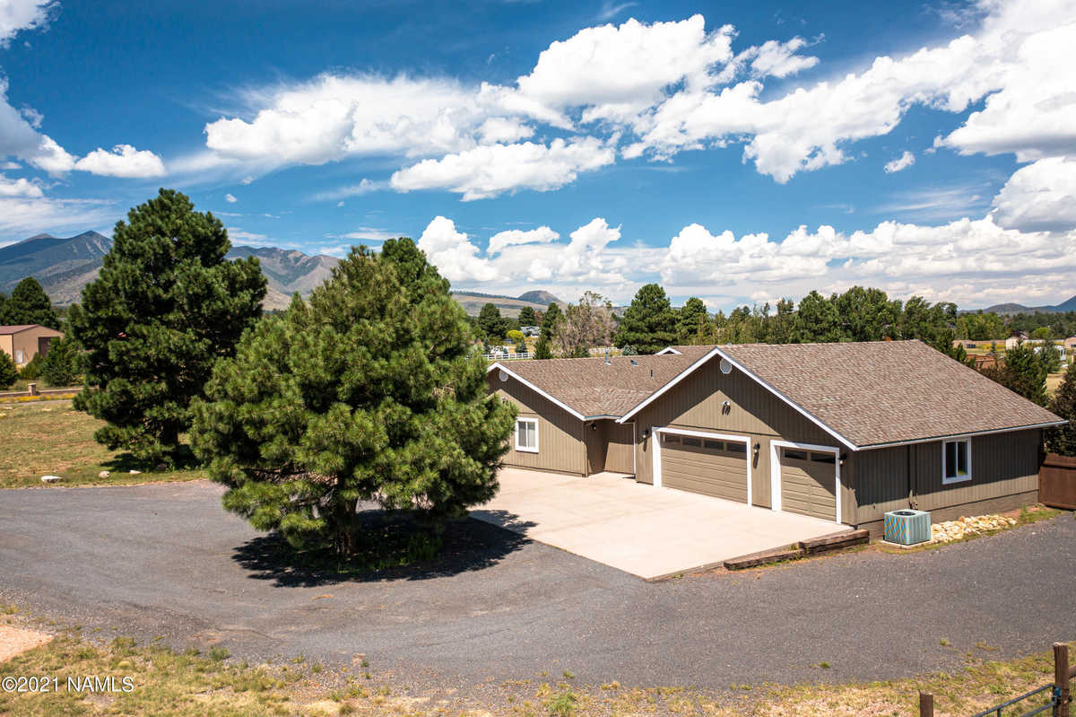 $849,900 - 5Br/3Ba -  for Sale in Flagstaff
