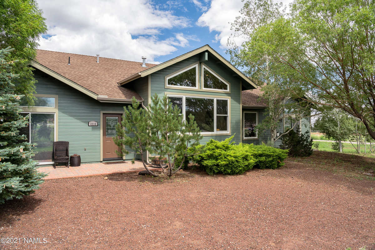 $750,000 - 4Br/3Ba -  for Sale in Flagstaff