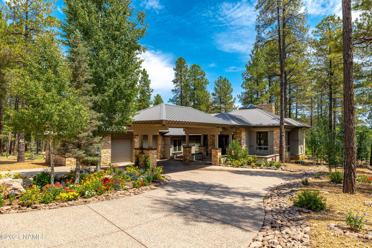 $3,700,000 - 3Br/4Ba -  for Sale in Flagstaff