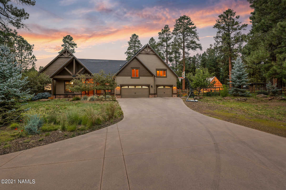 $1,825,000 - 5Br/4Ba -  for Sale in Flagstaff