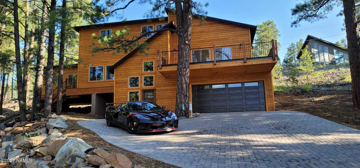 $950,000 - 5Br/3Ba -  for Sale in Munds Park