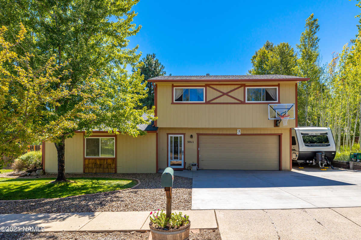 $584,999 - 3Br/3Ba -  for Sale in Flagstaff