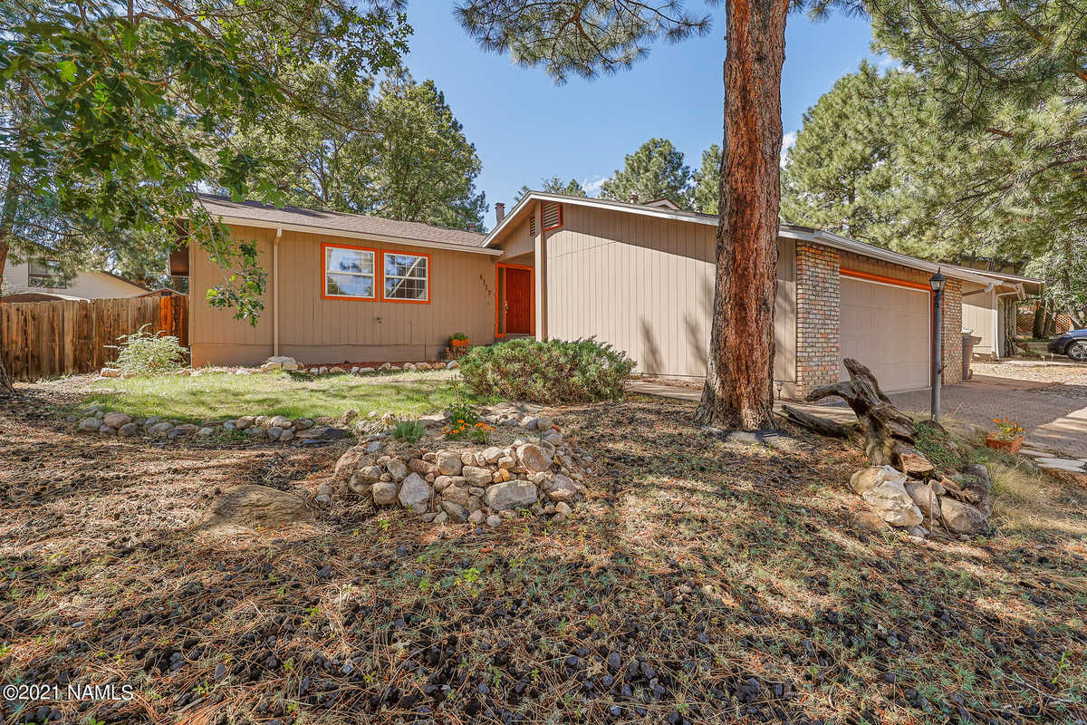 $560,000 - 3Br/2Ba -  for Sale in Flagstaff