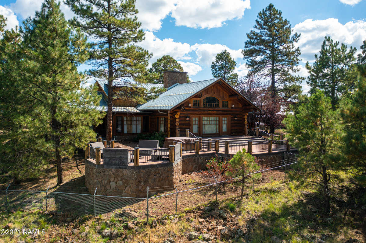 $2,999,999 - 5Br/4Ba -  for Sale in Parks