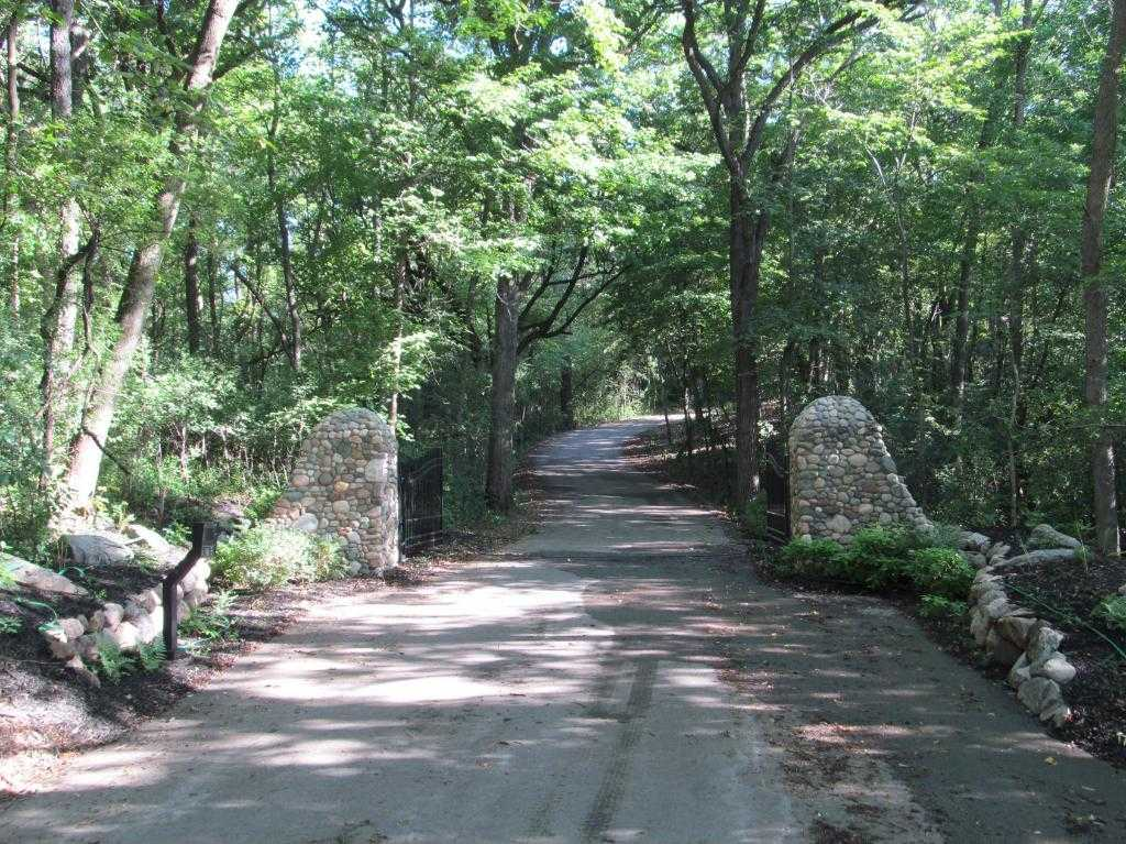 $709,000 - Br/Ba -  for Sale in Enchanted Woods, Wayzata