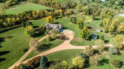 $999,999 - 5Br/3Ba -  for Sale in Hickory Hills, Prior Lake
