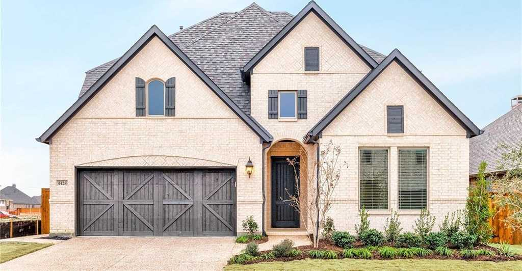 $599,900 - 4Br/4Ba -  for Sale in Castle Hills, Carrollton