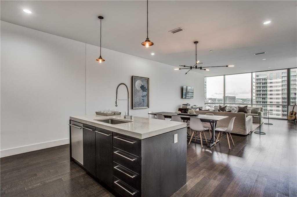 - 1Br/2Ba -  for Sale in House, Dallas