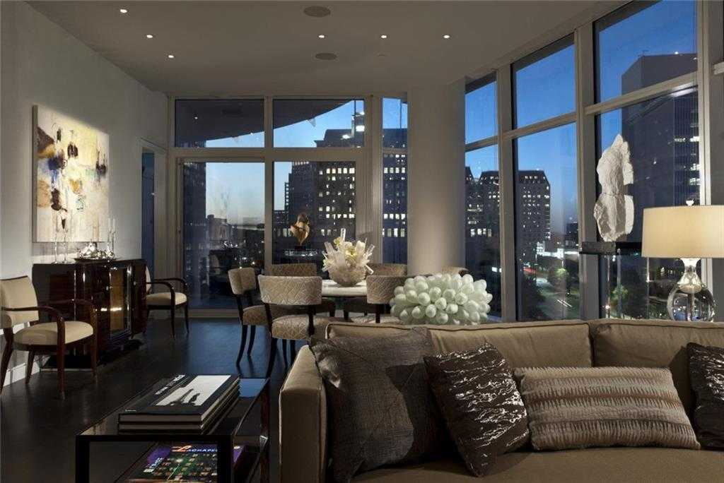 - 2Br/2Ba -  for Sale in Museum Tower Condo, Dallas