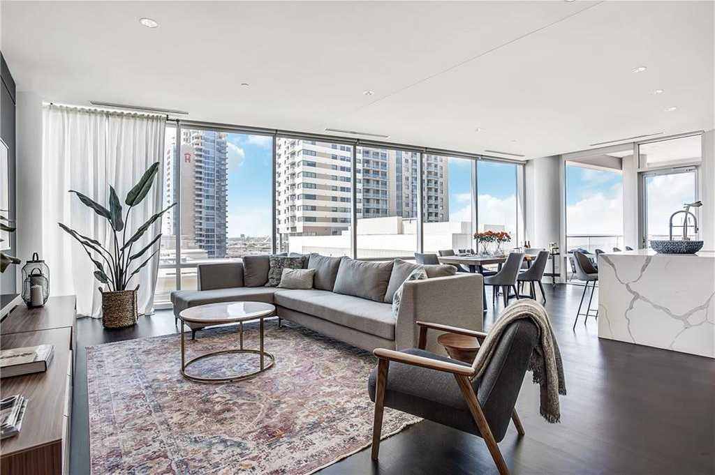 $784,900 - 2Br/3Ba -  for Sale in South Tower Residences, Dallas