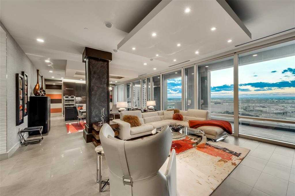 - 3Br/3Ba -  for Sale in South Tower Residences, Dallas