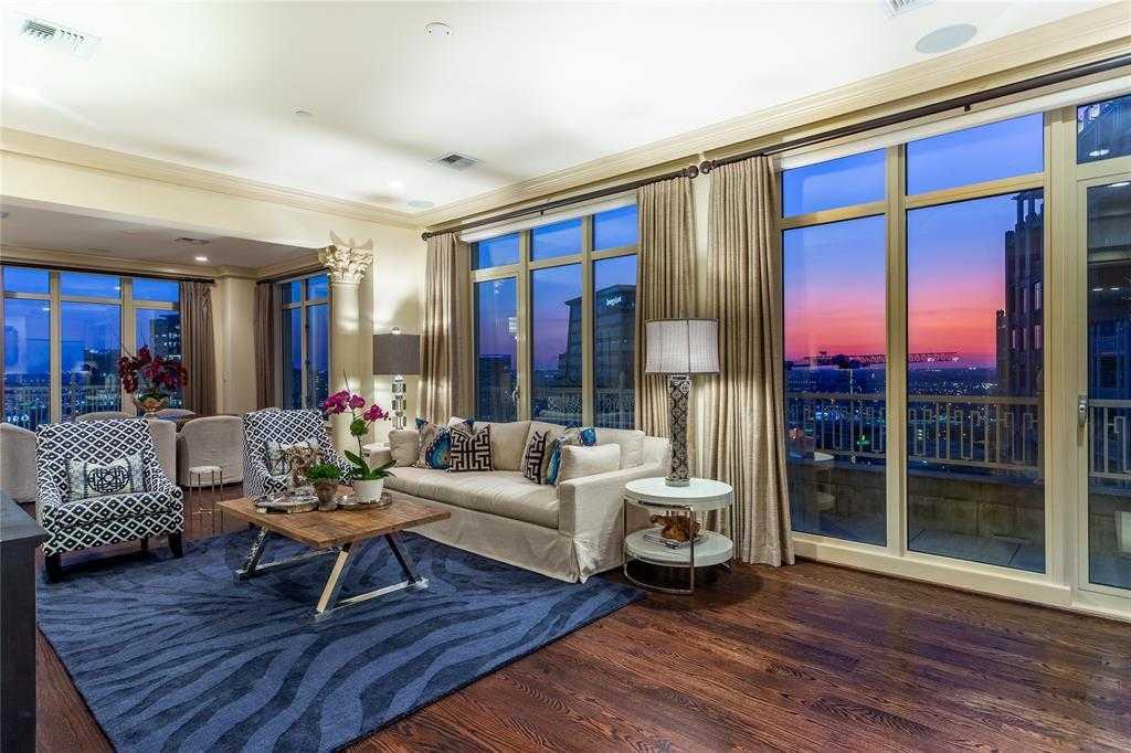 - 2Br/3Ba -  for Sale in Ritz Carlton Residences 1, Dallas