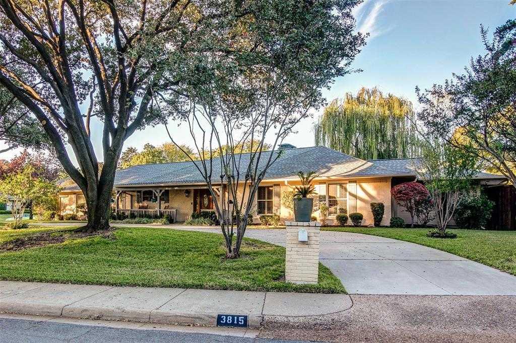 $840,000 - 4Br/4Ba -  for Sale in Royal Oaks Park, Dallas