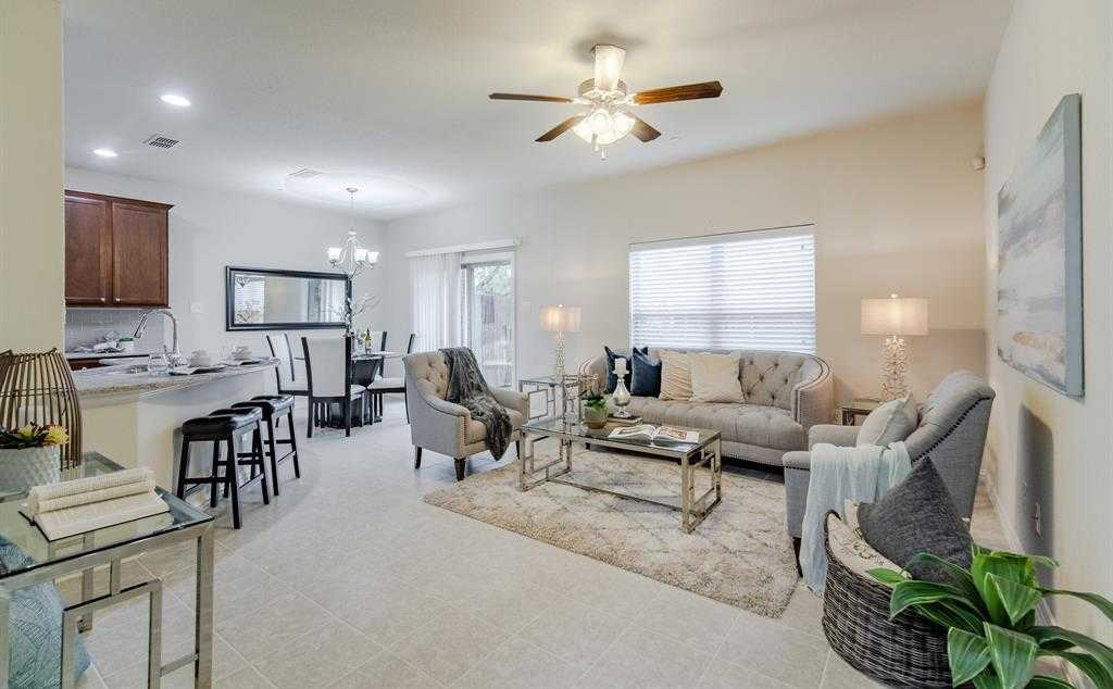 $300,000 - 2Br/3Ba -  for Sale in Parkway Heights Ph 3 Addition, Plano