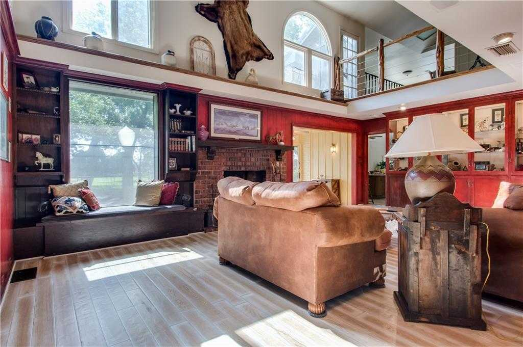 $500,000 - 3Br/4Ba -  for Sale in Call Agent, Fort Worth