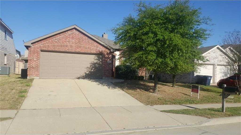 - 5Br/2Ba -  for Sale in Highpoint Hill Ph I, Fort Worth