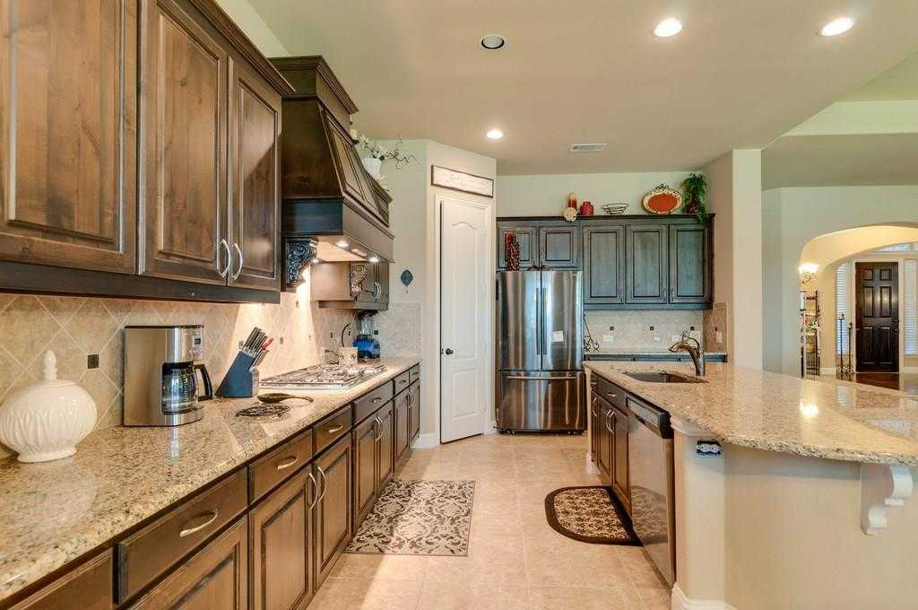 $500,000 - 5Br/5Ba -  for Sale in Heritage Add, Fort Worth