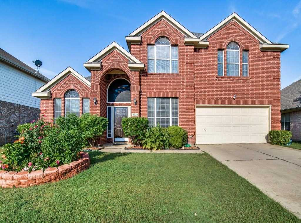 $269,900 - 3Br/3Ba -  for Sale in Parkwood Hill Add, Fort Worth